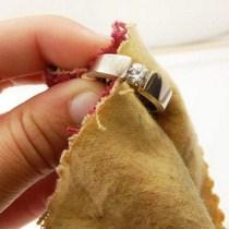 Modèle de chiffon de nettoyage pour bijoux
