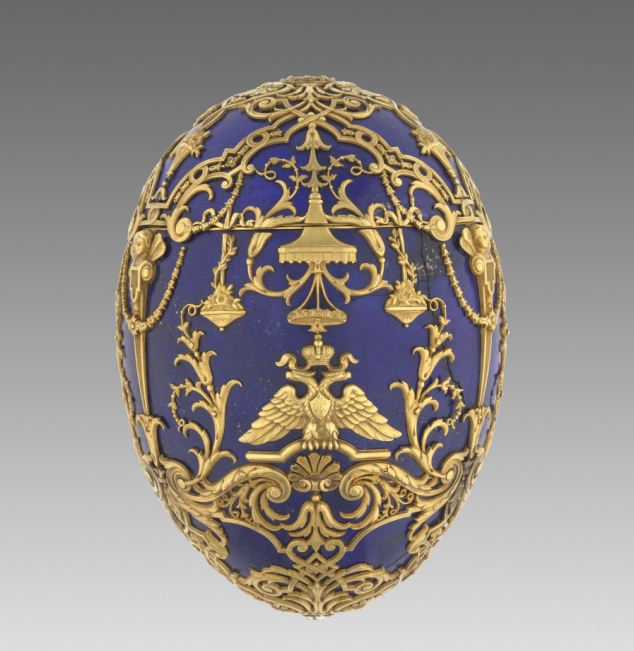 Fabergé est surtout connu pour sa maîtrise de la décoration émaillée