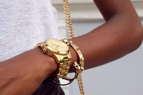 La montre en or avec bracelet en or, le choix des femmes exquises